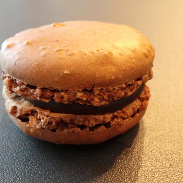 Macaron Chocolat @ Pierre Ledent Chocolates