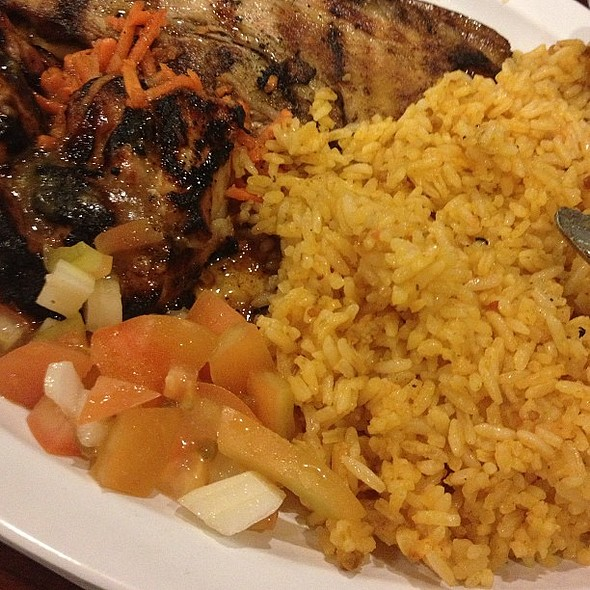 Dinnuh. Liempo, BBQ chicken, java rice, atchara, and tomatoes. @ Toppings