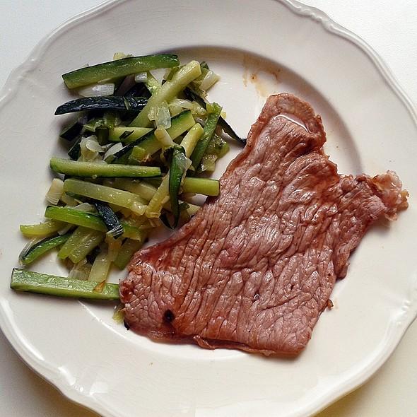 Steak and grilled veggies @ Churchilita solita