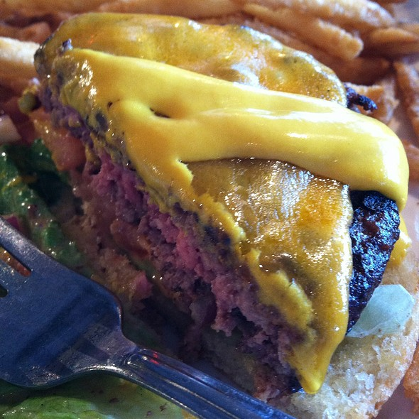 Yancy's Buffalo Cheddar Burger @ Uno Chicago Grill