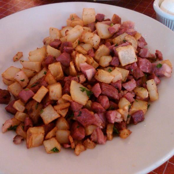 Corned Beef Hash @ Sweet Maple Cafe