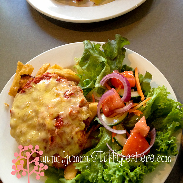 Chicken Parmagiana @ Victoria Hotel