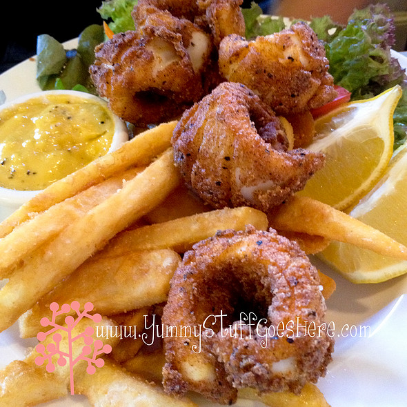 Salt and Pepper Squid @ Victoria Hotel