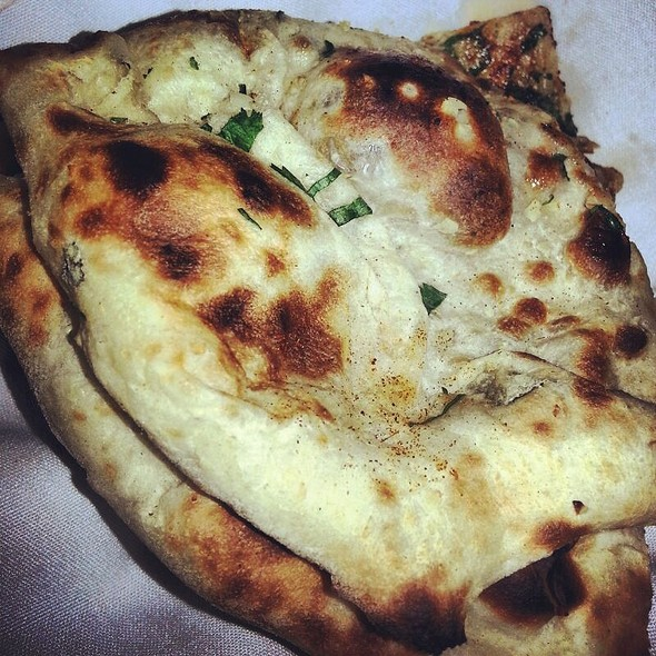 garlic naan - 309 Dhaba Indian Excellence, Toronto, ON