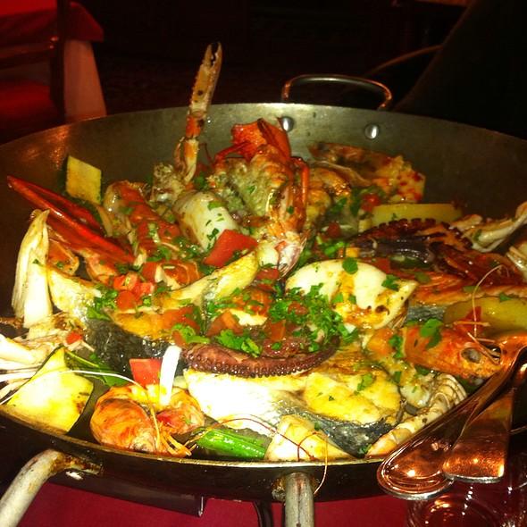 Grigliata Mista Di Pesce Con Crostacei E Molluschi @ Ristorante Delfino Blu