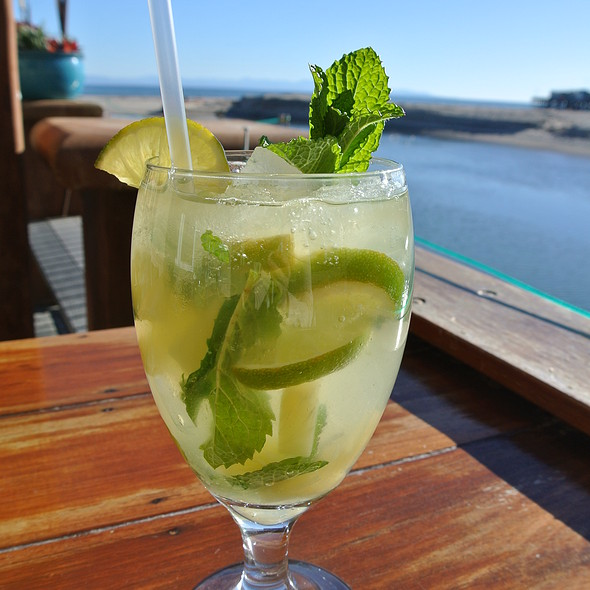 Drinks on the Beach.  Can't Get any better! - Margaritaville - Capitola, Capitola, CA