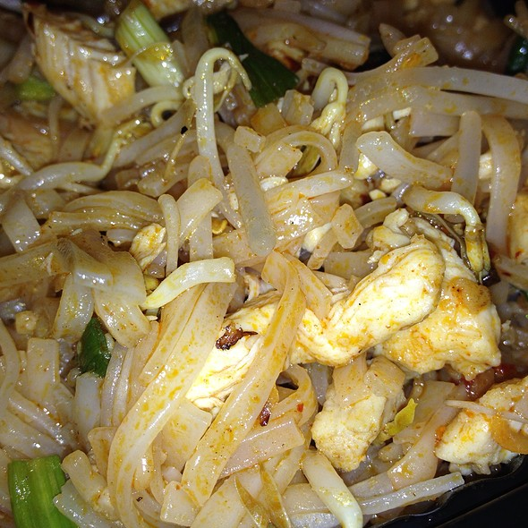 Chicken Pad Thai Noodle