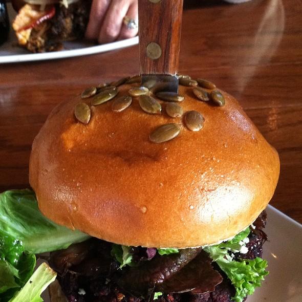 Tom's Burger @ Tom's Folk Cafe