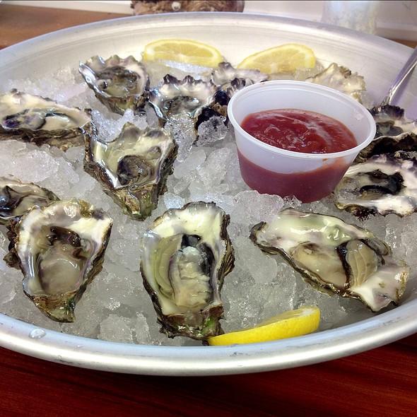 Oysters @ Hama Hama Seafood Co