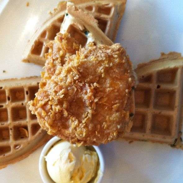 Vegan Chicken And Waffles @ Terrace Pointe Cafe