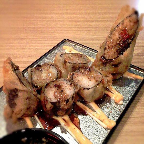 Crunchy Salmon Roll Sushi