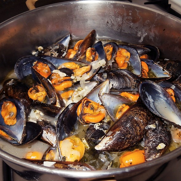 Garlic White Wine Mussels @ Churchilita solita