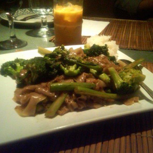 Pad See Ew @ Komol Restaurant