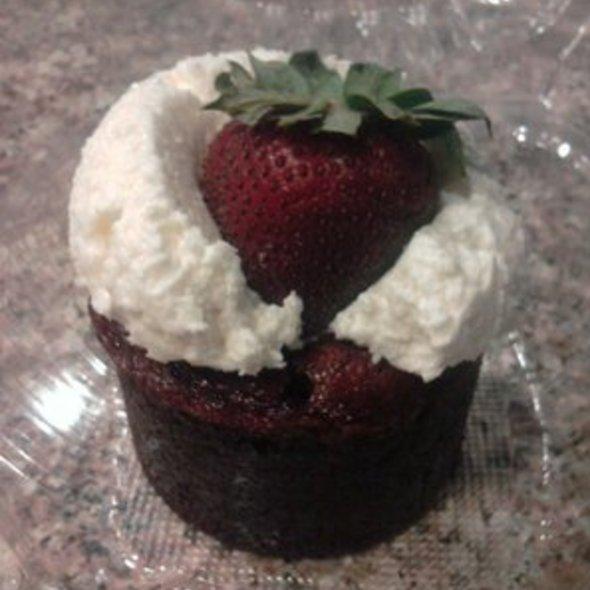Red Velvet Cupcake @ Red Velvet Cafe