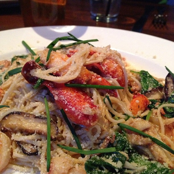 Lobster Garlic Noodles - tossed shrimp, crab, lobster, shiitake mushrooms & fresh spinach, dusted with parmesan @ Yard House Boston