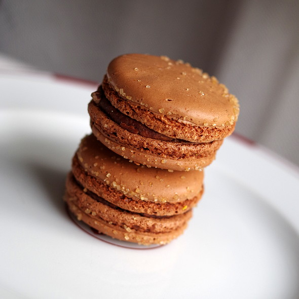 Perou's Chocolate macaron @ Pierre Herme