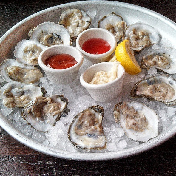 1 dozen Chesapeake oysters. @ Pearl Raw Bar