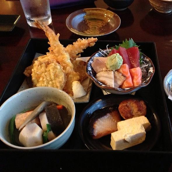 Shouka Dou Bento Box @ Murasaki Sushi