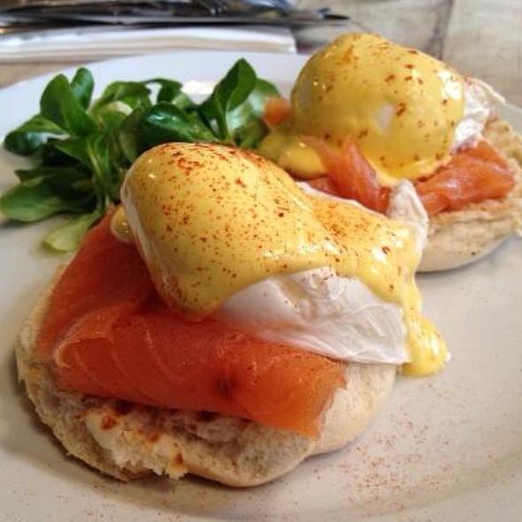 Eggs Benedict Salmon Royale