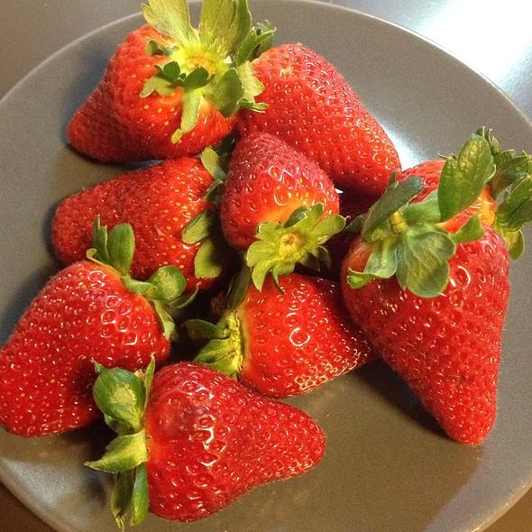 Fresh Strawberries From Basilicata @ Mercato Cola Di Rienzo (Rome)