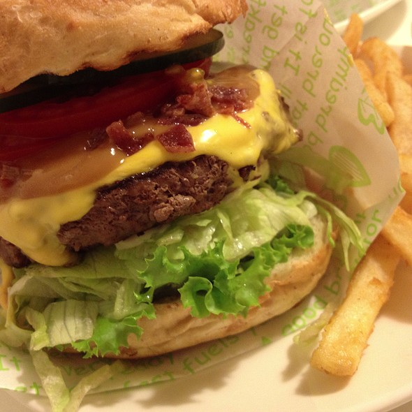 Peanut Butter & Bacon With Beef Burger @ 樂寧漢堡