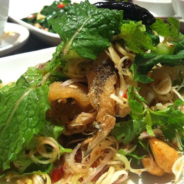 ยำปลาสลิด   Spicy Crispy-Fried Gourami Salad @ ตะลิงปลิง (Taling Pling)