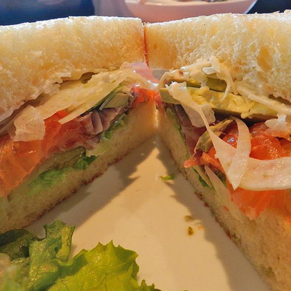 cured slamon and avocado sandwich
