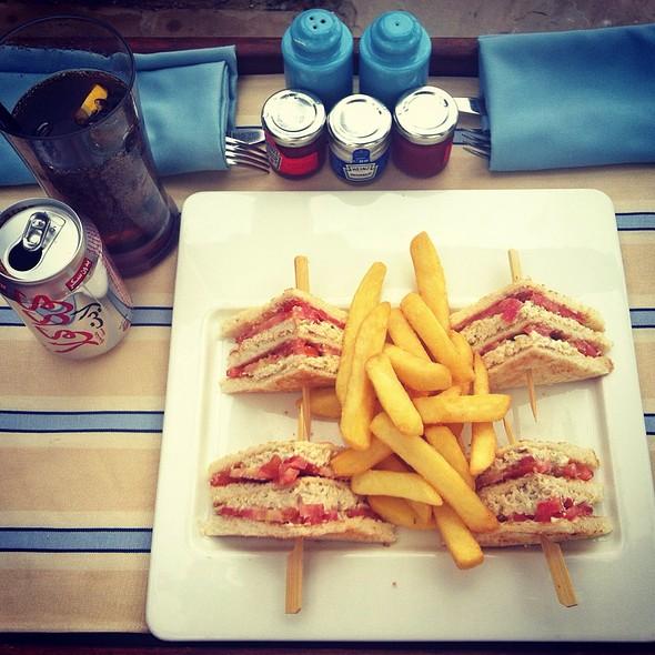Club Sandwich @ Shangri - La
