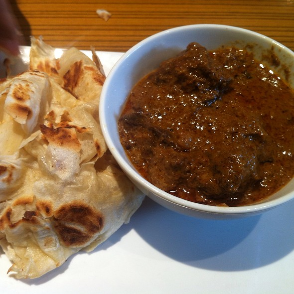 Roti Canai With Beef Rendang @ Malay Village China Town