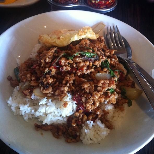 ผัดกระเพราไก่สับ   Spicy Stir Fried Ground Chicken with Holy Basil @ Chat Thai