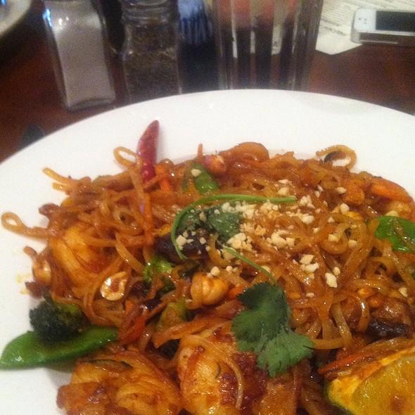 Pad Thai Noodles w/ Shrimp - Bracco World Cafe & Island Bar, Sioux Falls, SD