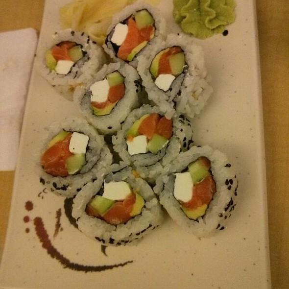Philadelphia Roll @ Bikkuri Sushi