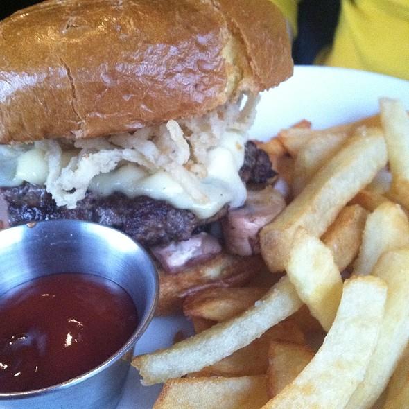 Burgundy Burger  @ Burns Pub