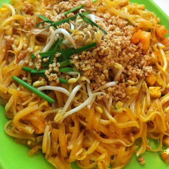 shrimp pad thai @ Pad Thai And More