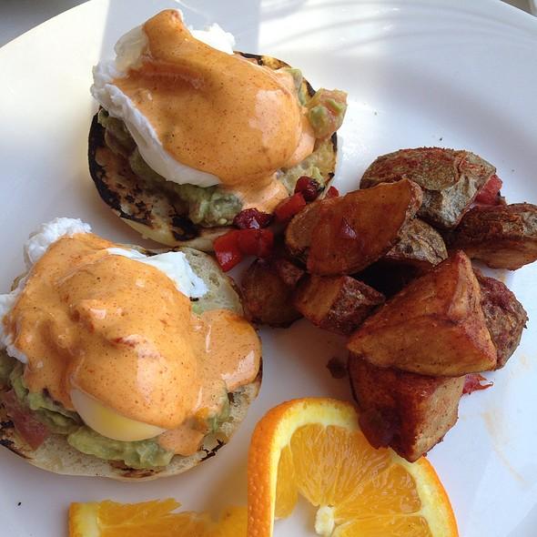 Avocado Eggs Be - b, A Bolton Hill Bistro, Baltimore, MD