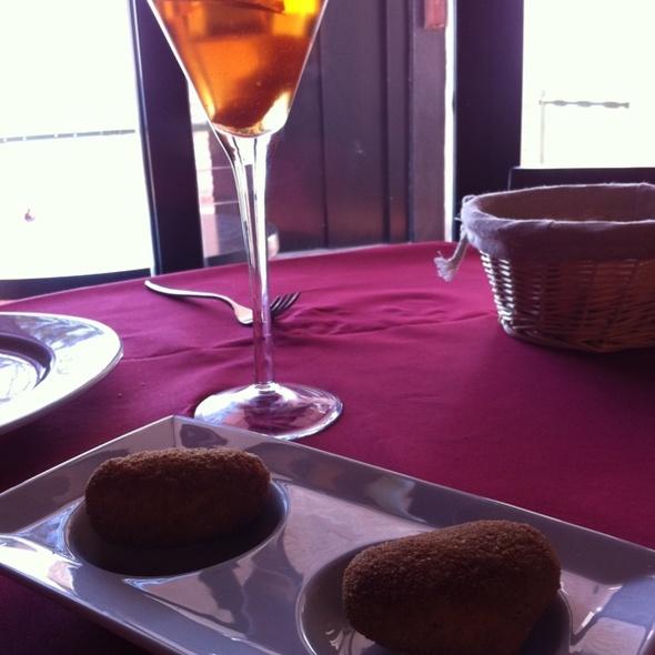 Croquetas De Rabo De Toro Con Cocktail De Vermouth @ Mulse