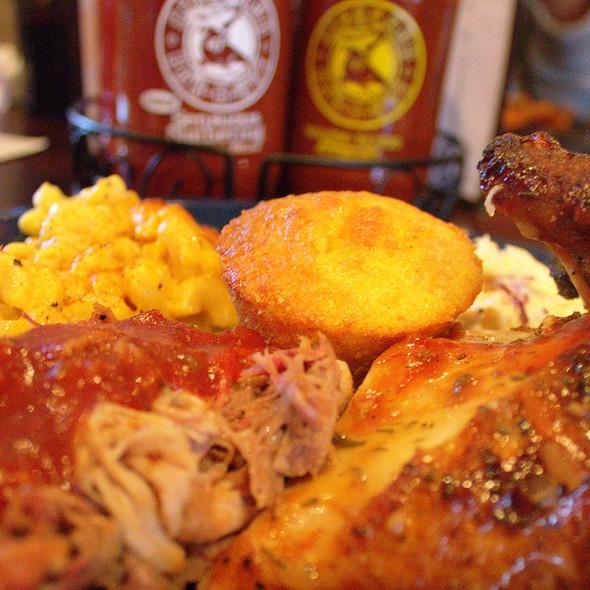 Bbq Chicken, Pulled Pork, Beef Brisket, Macaroni and Cheese, and Corn Muffiin @ Dinosaur BBQ
