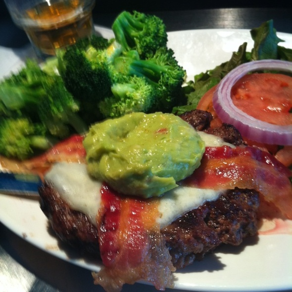 Guacamole Bacon Cheeseburger @ Distillery The