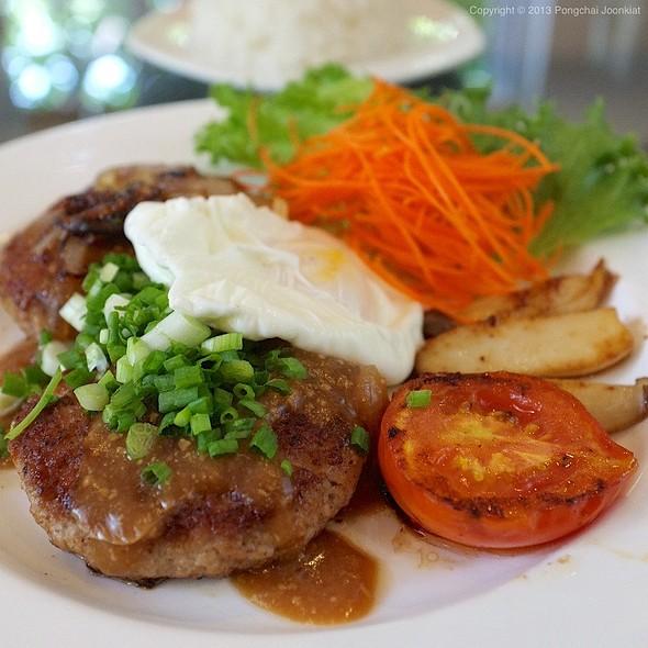 Pork Burgers with Miso Sauce | สเต๊กหมูบดราดซอสมิโซะ @ Le Pan-ya home made bakery
