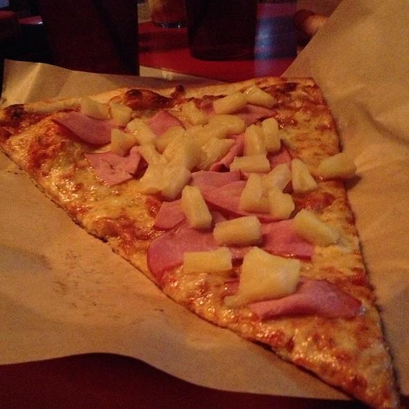 Pizza @ Fat Sully's
