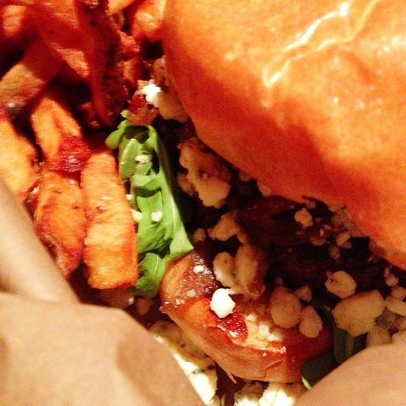 Burger @ Highland Tap and Burger