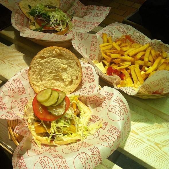 Giant Hamburger @ Pim Pam Burger