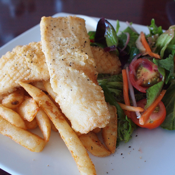 Rocksalt & pepper calamari with beer battered chips and garden salad