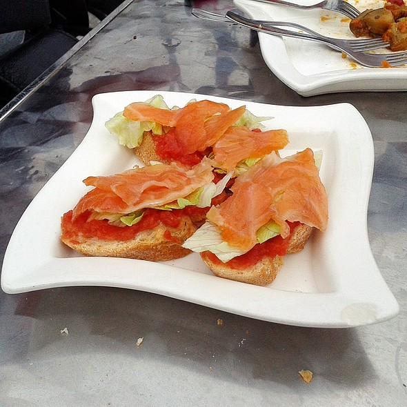 Smoked salmon and tomato toast @ El Farolito