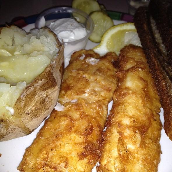 Tl macon foodspotting for Fish fry brookfield wi