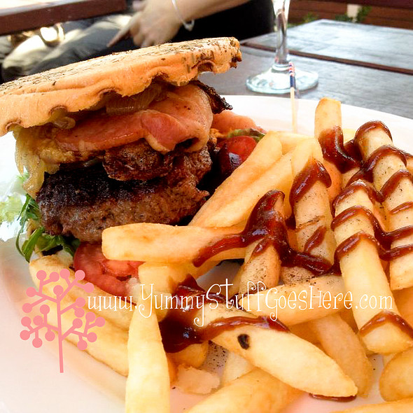 Burger @ The Farmers Home Hotel