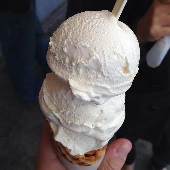 Vanilla  @ Smitten Ice Cream