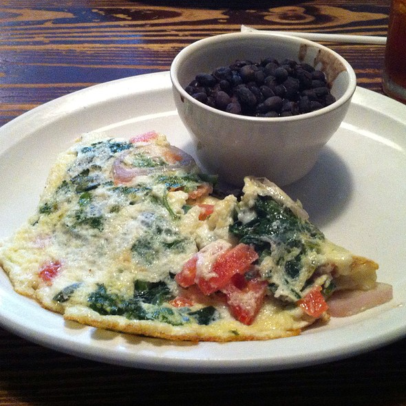 Egg White Garden Omelette With Spinach And A Side Of Black Beans @ Gato Bizco Cafe