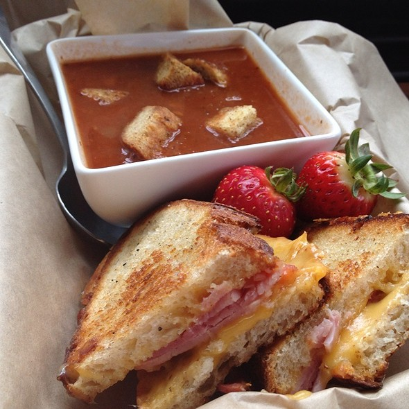 The Piglet With Smoky Tomato Soup And Garlic Croutons @ The American Grilled Cheese Kitchen