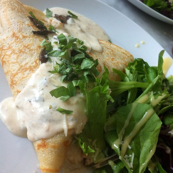 Chicken Alfredo Crepe @ Sweet Paris